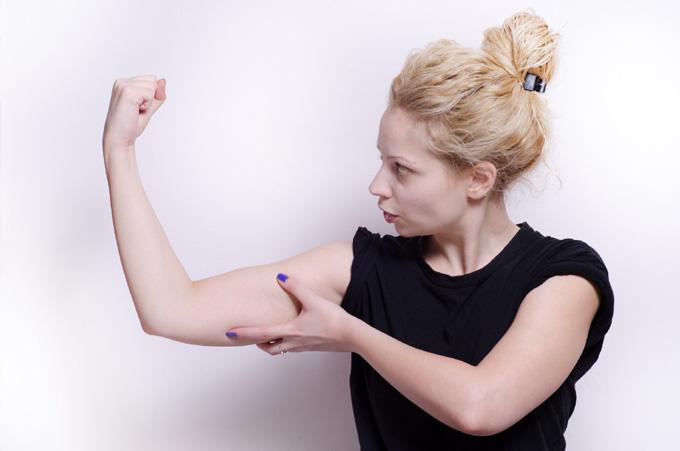 女性の腕の筋肉